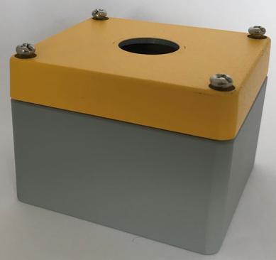 Efabox Aliminium IP68 80x75x57mm base grise (7001) et couvercle jaune (1004) avec un trou Ø22,5 + PG9 sur un côté